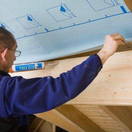 DB PLUS, DB+, DB-PLUS, Durchführung, Durchführunghinweis, Innendämmung, Verarbeitungsbilder, ausführung, ausführungshinweise, ausführungsschritte, umsetzung, verarbeitung, verarbeitungshinweise, verarbeitungsschritte, Anschluss, luftdichtung, Holz, Eigenschaft, Innen, pfette, sägeraues holz, Eco Coll, Anschlusskleber