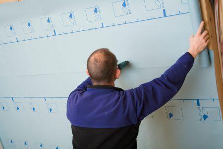 DB PLUS, DB+, DB-PLUS, Durchführung, Durchführunghinweis, Innendämmung, Verarbeitungsbilder, ausführung, ausführungshinweise, ausführungsschritte, ausrollen, querverlegung, tacker, tackern, umsetzung, verarbeitung, verarbeitungshinweise, verarbeitungsschritte, überlappen