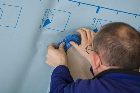 Anschluss, DB PLUS, DB+, DB-PLUS, Durchführung, Durchführunghinweis, Innendämmung, Tescon Vana, Verarbeitungsbilder, ausführung, ausführungshinweise, ausführungsschritte, durchdringung, ecke, schornstein, stücke, umsetzung, verarbeitung, verarbeitungshinweise, verarbeitungsschritte, Allround-Klebeband